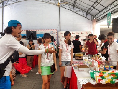 Redwoods_Advance_Singapore_Cancer_Society_-_Gift_of_Hope_Carnival_-_Emcee