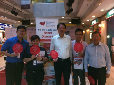 Redwoods_Advance_with_Mr._Teo_Chee_Hean_at_Singapore_Heart_Foundation_Road_show